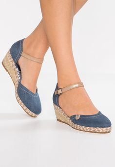Dockers by Gerli Sandalias de cuña - navy - Zalando. Cute Sandals, Wedge Sandals, Wedge Shoes, Shoes Sandals, Heels, Navy Sandals, Pretty Shoes, Beautiful Shoes, Cute Shoes