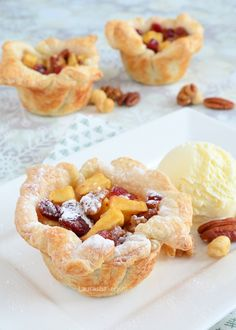 Mini christmas apple pies - Appelgebakjes met cranberries en noten - Laura's Bakery