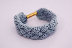 Knoten sind was tolles! Man kann sich stundenlang damit beschäftigen, daran verzweifeln und sich vor allem freuen, wenn es endlich mal gekla...