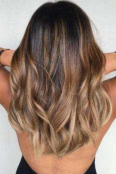 35 Balayage Hair Color Ideas for Brunettes in The French hair coloring technique: Balayage. These 35 balayage hair color ideas for brunettes in 2019 allow to achieve a more natural and modern eff. Brown Blonde Hair, Light Brown Hair, Brunette Hair, Blonde Honey, Sand Brown Hair, Ombre Medium Hair, Balayage On Straight Hair, Brown Ombre Hair Medium, Carmel Brown Hair