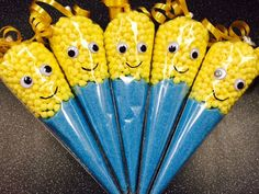 These Funky Minion sweet filled cones make a great gift for Christmas or birthdays each Christmas Fayre Ideas, Christmas Sweets, Christmas Crafts, Christmas Sweet Cones, Minion Birthday, Minion Party, Sweetie Cones, Sweet Hampers, Chocolate Tree