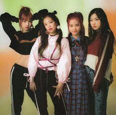 Lisa, Jennie, Jisoo and Rosé Kpop Girl Groups, Korean Girl Groups, Kpop Girls, Kim Hyun, Black Pink Kpop, Blackpink Photos, Blackpink Fashion, Jennie Blackpink, Blackpink Jisoo