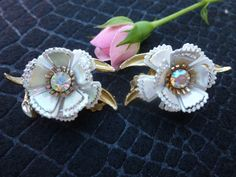 Great Vintage White flower and Rhinestone clip by DEJAVU143, $24.99