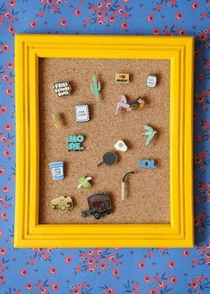 Tutorial to make your own DIY NoSew hoop display for an enamel pin collection. Plus 12 more creative ideas for how you can display and enjoy your pins! Diy Simple, Easy Diy, Pin Collection Displays, Disney Pin Display, Diy And Crafts, Arts And Crafts, Diy Pins, Displaying Collections, Home Design