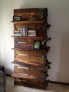 If you are planning something new for your house so discover this stunning pallet shelf for your home. This is an ideal pallet books shelf which is multipurpose and looks dazzling. You can keep it in any room of your house it is quite pretty as its looks. So make your next pallet shelf project like it.