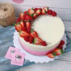 Food Drink - cake,birthday-New Cake Fondant Birthday Food 55 Ideas food cake birthday fruitcake Strawberry Cake Decorations, Strawberry Cakes, Cake Decorating With Strawberries, Strawberry Birthday Cake, Fruit Birthday, Birthday Ideas, Bolos Naked Cake, Fruit Cake Design, Gateaux Vegan