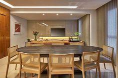 Sala de jantar integrada a de estar  Referência da Noite!!! #decor #details #reference #inspiração #ameii #dicasdileiabezerra #decor #projeto #amazing #decoration 〰〰〰〰〰〰〰〰〰〰〰 se o projeto for seu marque aqui para os devidos créditos!  Me acompanhem no snap  dileia_bezerra e confira as dicas sobre arquitetura e interiores
