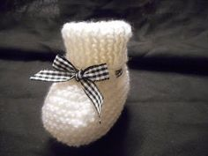 tuto tricot chaussons parti 1 - YouTube Knitted Baby Boots, Crochet Baby Booties, Baby Rain Boots, Baby Shoes, Marine Baby, Easy Youtube, Baby Slippers, Easy Knitting, Free Baby Stuff