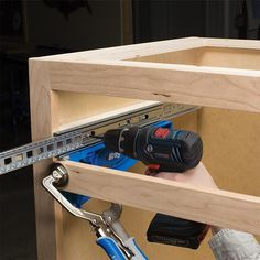 DESCRIPTION The Kreg Drawer Slide Jig makes the installation of drawer slides almost error proof. Now you can hold slides in place as you drill and mount holes