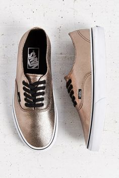 Crap... I promised myself no more new Vans till summer.... vans rose gold