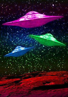 colorful flying saucers ****If you're looking for more Sci Fi, Look out for… Trippy Alien, Alien Art, Aliens And Ufos, Ancient Aliens, Alien Photos, Alien Aesthetic, Alien Ship, Unidentified Flying Object, Alien Abduction