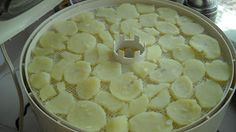 Poverty Prepping: Dehydrating Potatoes;   http://povertyprepping.blogspot.com/2013/01/dehydrating-potatoes_13.html