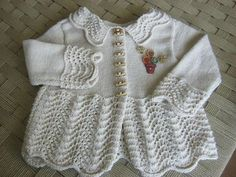 This Pin was discovered by Nur Spool Knitting, Knitting For Kids, Baby Knitting Patterns, Crochet For Kids, Cardigan Bebe, Baby Cardigan, Kids Dress Clothes, Knit Baby Sweaters, Kurta Designs Women