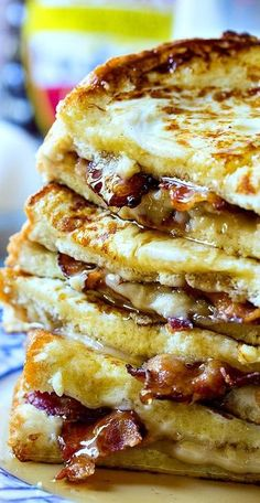 Bacon Stuffed French Toast- sub low carb French toast Bacon is stuffed between 2 pieces of bread lathered with a cream cheese/brown sugar mixture. The ultimate sweet and salty breakfast! Breakfast Appetizers, Breakfast Desayunos, Breakfast Dishes, Breakfast Recipes, Breakfast Sandwiches, Yummy Breakfast Ideas, Mexican Breakfast, Southern Breakfast, Gourmet Breakfast
