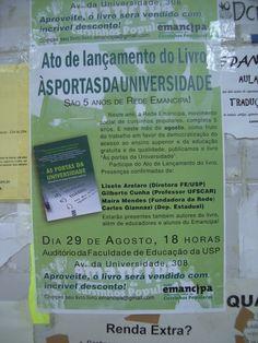 Cartaz de lançamento de um livro sobre democratização da universidade. Feito pelos organizadores do evento, destinado a comunidade universitária. Época: 2012.