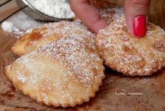 cassatelle di ricotta intere Italian Pastries, Italian Desserts, Cocktail Desserts, Holiday Desserts, Ricotta Cheese Desserts, Ravioli, Almond Paste Cookies, Cookie Recipes, Dessert Recipes