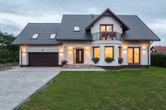 КРЕПОСТЬ Baltazar - Średnie jednopiętrowe domy jednorodzinne tradycyjne murowane z dwuspadowym dache Modern Bungalow, Bungalow House Design, House Front Design, Dream House Exterior, Dream House Plans, Home Building Design, Building A House, American Houses, Architectural Design House Plans