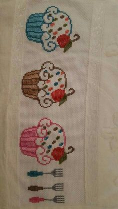 This Pin was discovered by eli Cross Stitch Borders, Counted Cross Stitch Patterns, Cross Stitch Flowers, Cross Stitch Designs, Cross Stitching, Embroidery Patterns Free, Hand Embroidery Stitches, Cross Stitch Embroidery, Cupcake Cross Stitch