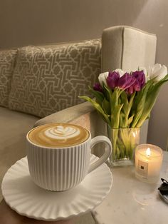 Coffee Vs Tea, Coffee Latte Art, Coffee And Books, Coffee Cafe, Coffee Drinks, Boss Lady Mug, Birthday Ideas For Her, Food Vids, Cream Aesthetic
