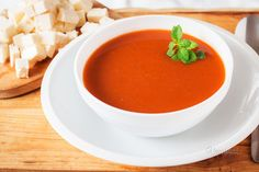 Paradajková polievka Thai Red Curry, Cantaloupe, Food And Drink, Tasty, Fruit, Ethnic Recipes, Soups, Haha, Soup