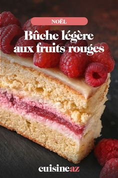 Light berry log - The red fruit log is easy to make and light! Perfect to finish Christmas Eve, it will appeal to all - Vegan Fruit Cake, Rum Fruit Cake, Chocolate Fruit Cake, Fresh Fruit Cake, Red Fruit, Homemade Cake Recipes, Healthy Dessert Recipes, Snack Recipes, Fruit Birthday Cake