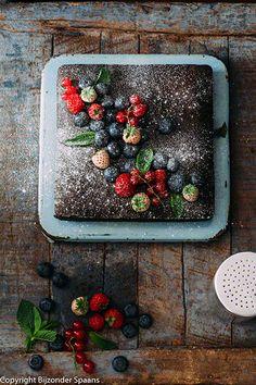 Tarta de chocolate con frutos rojos chocoladetaart met rode vruchten  Bijzonder Spaans