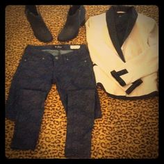 Guess Jeans Dark Blue wash, with floral chain print. Low rise. Jegging. Super skinny, Size 26. GUESS jeans. New. Guess Jeans