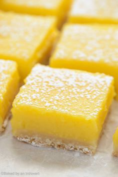 Lemon Bars These simple lemon bars are sure to win your heart. They're zesty, sweet, and beyond easy to make!<br> These simple lemon bars are sure to win your heart. They're zest, sweet, and beyond easy to make! Lemon Curd Dessert, Lemon Curd Filling, Lemon Dessert Recipes, Easy Desserts, Baking Recipes, Cookie Recipes, Delicious Desserts, Lemon Recipes Easy, Health Desserts