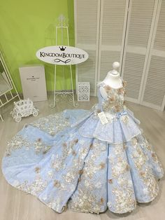 Please read our store policies before placing your order here https://www.etsy.com/ru/shop/Butterflydressua/policy Gorgeous blue and beige flower girl dress with multilayered skirt, lace corset with long lace sleeves, buttons, zipper and satin stripe with bow. Item material: upper