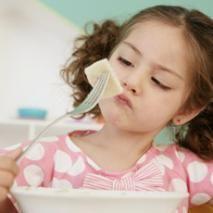 La falta de apetito en los niños antes del año de edad significa enfermedad. Éstas a veces son inaparentes y pueden ser banales como faringitis o pequeñas infecciones intestinales o más importantes como infecciones urinarias.