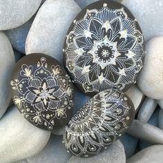 96 отметок «Нравится», 9 комментариев — Kanellou Athina (@athinaisart) в Instagram: «Mandala on rocks#artstone #art #paintingstone #drawingstone #whiteandbrown#instaart…»