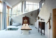 In Holland, with classic and modern furniture / In Olanda, con arredi classici e moderni