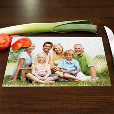 Mit Ihrem Foto wird aus dem alltäglichen Küchen-Accessoire ein absoluter Hingucker! Ein Glasschneidebrett mit Ihrem Foto ist ein wundervolles und persönliches Geschenk für die Küche. Dieses Fotogeschenk erfreut die ganze Familie!