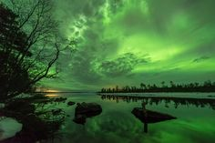 Many people associate the Northern Lights with cold and snowy winter scenery but the most active seasons are autumn and spring. Spot the aurora in Finland! Lappland, Aurora Borealis, Lightning Cloud, Northen Lights, Wild Weather, Winter Scenery, Midnight Sun, Landscape Photos, Tourism