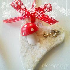 Στολίδια φτιαγμένα από πηλό και χοντρό αλάτι Xmas, Christmas Ornaments, Crafts For Kids, Invitations, Holiday Decor, Creative, Blog, Greek, Home Decor