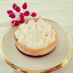 Mini lemon pie with meringue topping