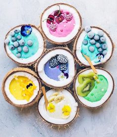 Comment your favorite one 🌈✨ smoothie flower with all my favourites! ☘️Sharing only smoothie recipes and tips detox Rainbow Smoothies, Easy Smoothies, Smoothie Recipes, Cute Food, I Love Food, Yummy Food, Unicorn Food, Kreative Desserts, Cute Desserts