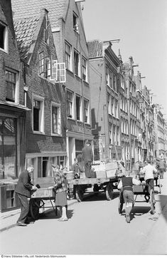 View of a street in the center of Amsterdam with people moving during the last months of the German occupation. Amsterdam Winter, Amsterdam Holland, New Amsterdam, Amsterdam City Centre, Rotterdam, Old Pictures, Netherlands, Dutch, The Past
