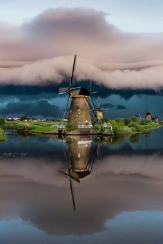 Kinderdijk Holland - The Netherlands Places Around The World, The Places Youll Go, Places To Visit, Around The Worlds, Storm Photography, Landscape Photography, Nature Photography, Utrecht, Rotterdam
