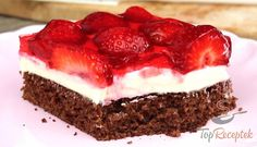 Erdbeer-Quark-Schnitten The strawberry season is in full swing. Strawberry desserts are the most popular desserts, and these strawberry quark cuts are without a doubt. Hungarian Desserts, German Desserts, Gourmet Recipes, Baking Recipes, Cake Recipes, American Cheesecake, Cranberry Cheesecake, German Cake, Czech Recipes