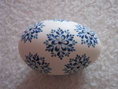 Pin by Ruby Osterei on Wachsbossiertechnik Easter Dyi, Easter Egg Crafts, Easter Gift, Vbs Crafts, Diy Crafts For Gifts, Easter Egg Designs, Ukrainian Easter Eggs, Diy Ostern, Egg Art