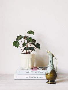 Virginia St // vintage mid-century 1950s Ewer vase // drip glaze