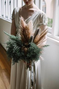 Look at that wedding bouquet! Wheat, pampas grass and dried flowers are perfect for a Wheat themed wedding. Dried Flower Bouquet, Flower Bouquet Wedding, Dried Flowers, Floral Wedding, Flowers Vase, Flower Bouquets, Wheat Wedding, Pampas Grass, Bride Bouquets