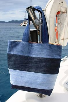 Denim vacation tote: To make tote, use 4 pairs of old jeans in varying colors of denim. Cut 6 inch wide strips from legs of jeans. (The 8 legs yielded enough strips of denim to make 2 totes). Sew strips together, cut out tote bag pattern, & sew bag toget Sacs Tote Bags, Denim Tote Bags, Denim Bags From Jeans, Diy Denim Purse, Ripped Jeans, Denim Jean Purses, Blue Jean Purses, Diy Tote Bag, Diy Jeans