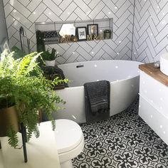 30 Quick and Easy Bathroom Decorating Ideas Bathroom Plans, Bathroom Renos, White Bathroom, Bathroom Interior, Modern Bathroom, Bathroom Ideas, Upstairs Bathrooms, Family Bathroom, Bathroom Design Small