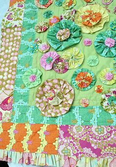 Amy Butler Yo Yo Quilt by beeyouteafull, via Flickr.  Love the modern fabric and classic design element.