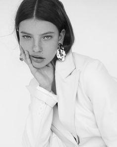 Fashion Photography Poses, Fashion Poses, Photography Women, Beauty Photography, Portrait Photography, Female Fashion, Fashion Fashion, High Fashion, Model Headshots