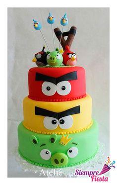 Ideas para pasteles de fiesta o de cumpleaños de Angry Birds. Encuentra nuestros artículos para esa fiesta aquí: http://www.siemprefiesta.com/fiestas-infantiles/ninas/articulos-angry-birds.html?utm_source=Pinterest&utm_medium=Pin&utm_campaign=AngryBirds