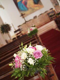 Decoración tonos lilas para matrimonios. Cotiza en www.floresypiedras.cl