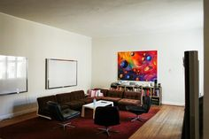 Dieses interaktive Bild erkunden: Cookie owns most of his furniture for 12 years. The couch... by FvF